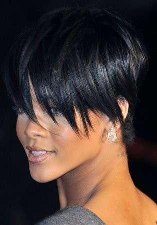 Rihanna con taglio corto