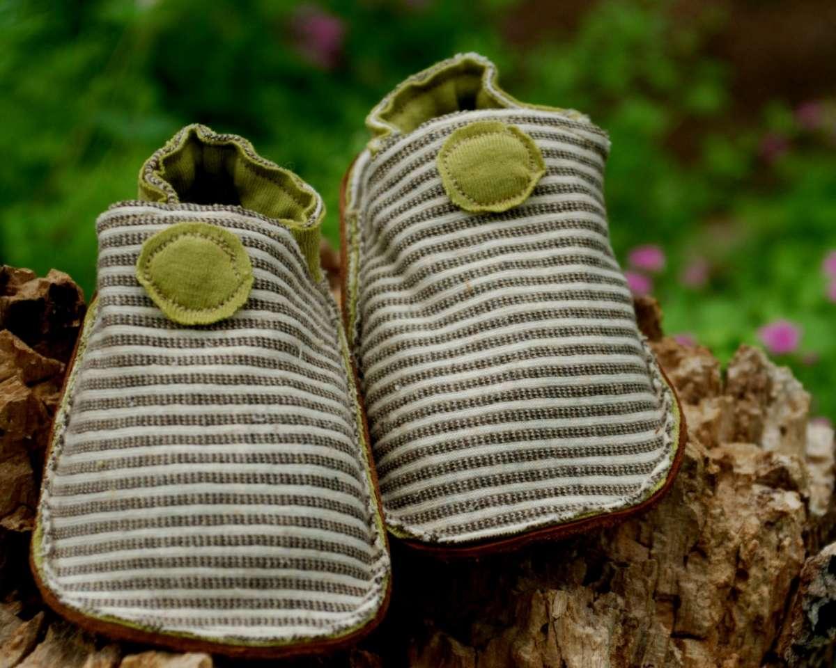 Scarpine da neonato verdi e a righe