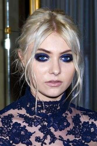 Taylor Momsen con make up blu intenso