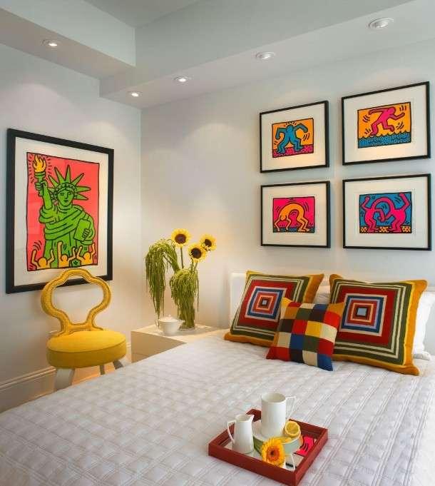 Una camera da letto pop art