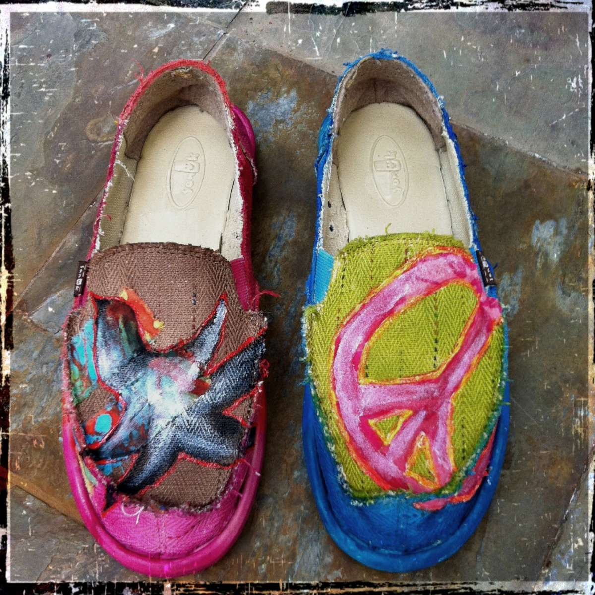 Disegni su scarpe di stoffa