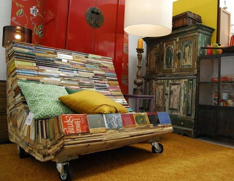 Divano riciclando vecchi libri