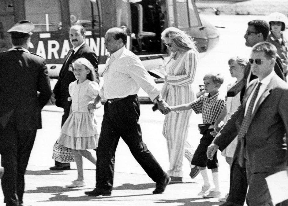 La coppia con i figli a Porto Cervo