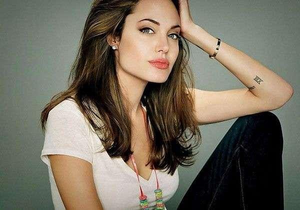 Angelina Jolie tattoo numero romano