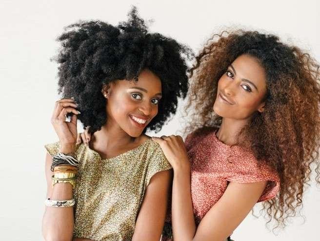Capelli afro lunghi e medi