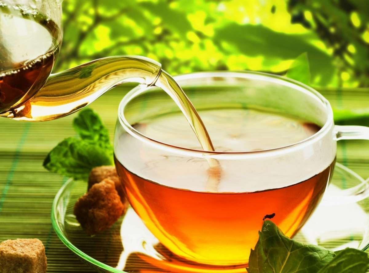 Tè in tazze di vetro