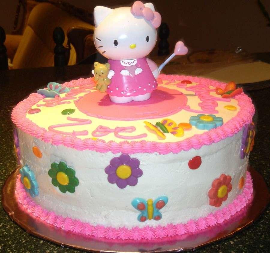 Torta con Hello Kitty in cima