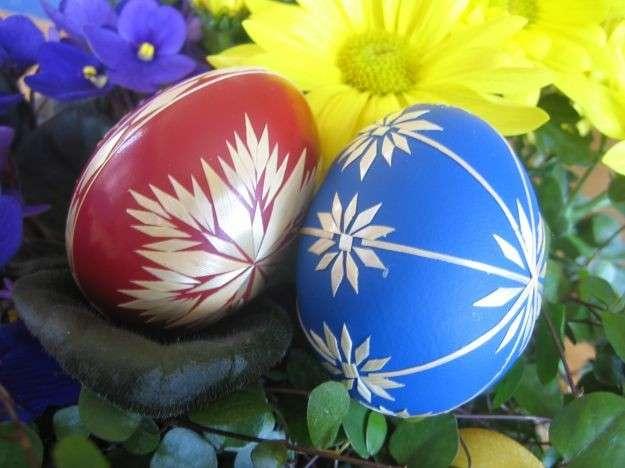 Colori acrilici per le uova di Pasqua