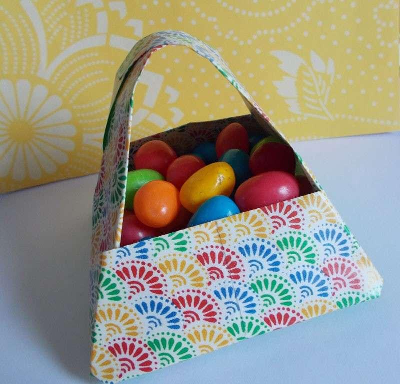 Contenitore per le uova di Pasqua con origami