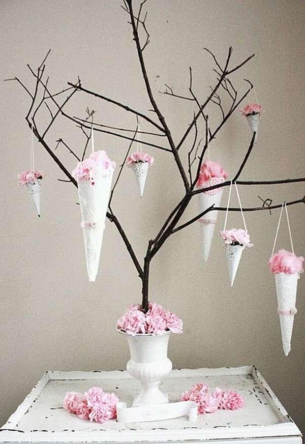 Fiori rosa sull'albero
