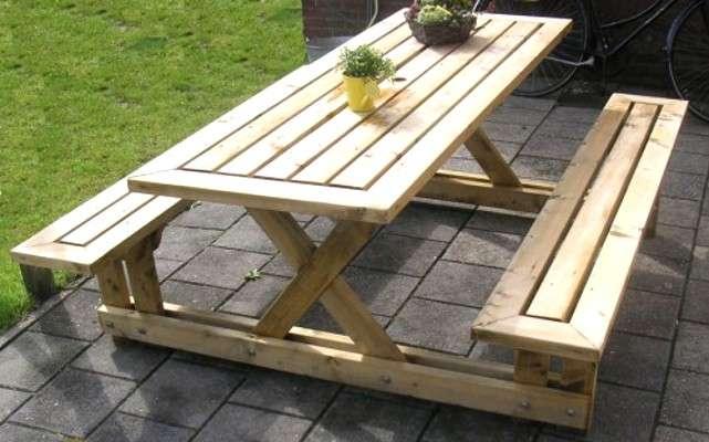 Panchina e tavolo