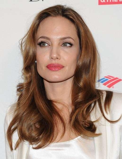 Taglio capelli viso quadrato di Angelina Jolie