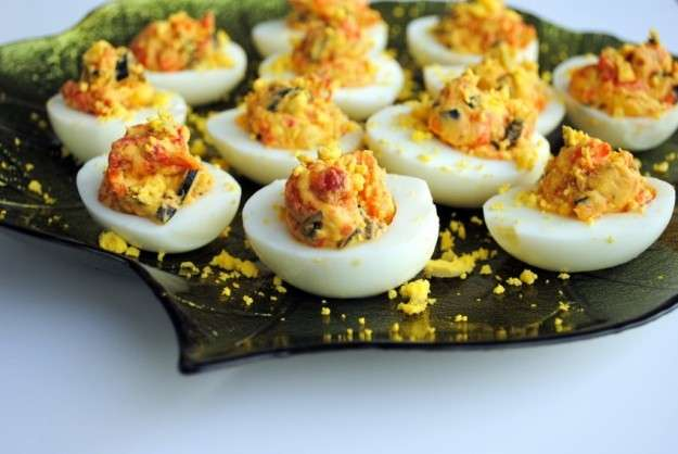 Uova ripiene ai peperoni