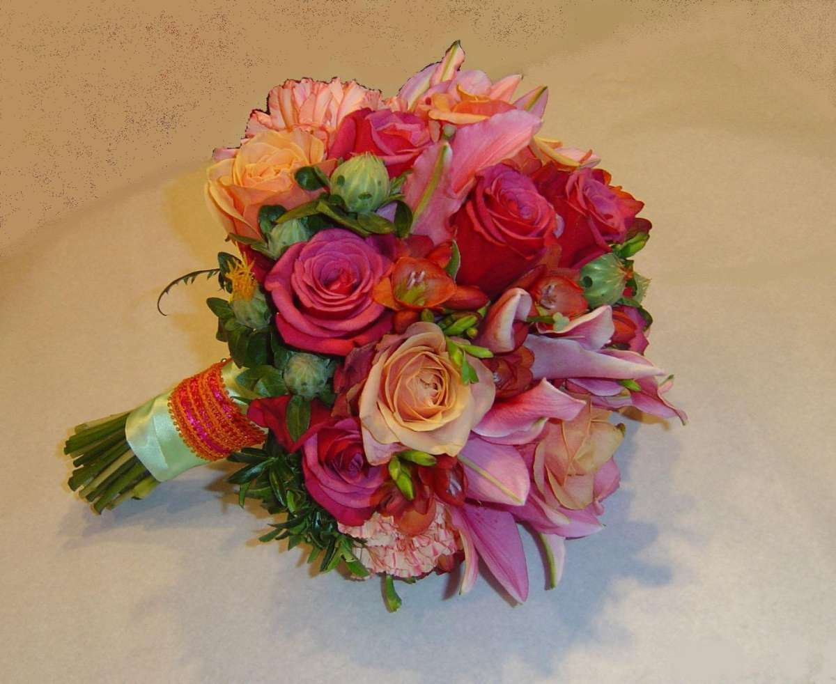 Bouquet sposa estivo arancio e rosa
