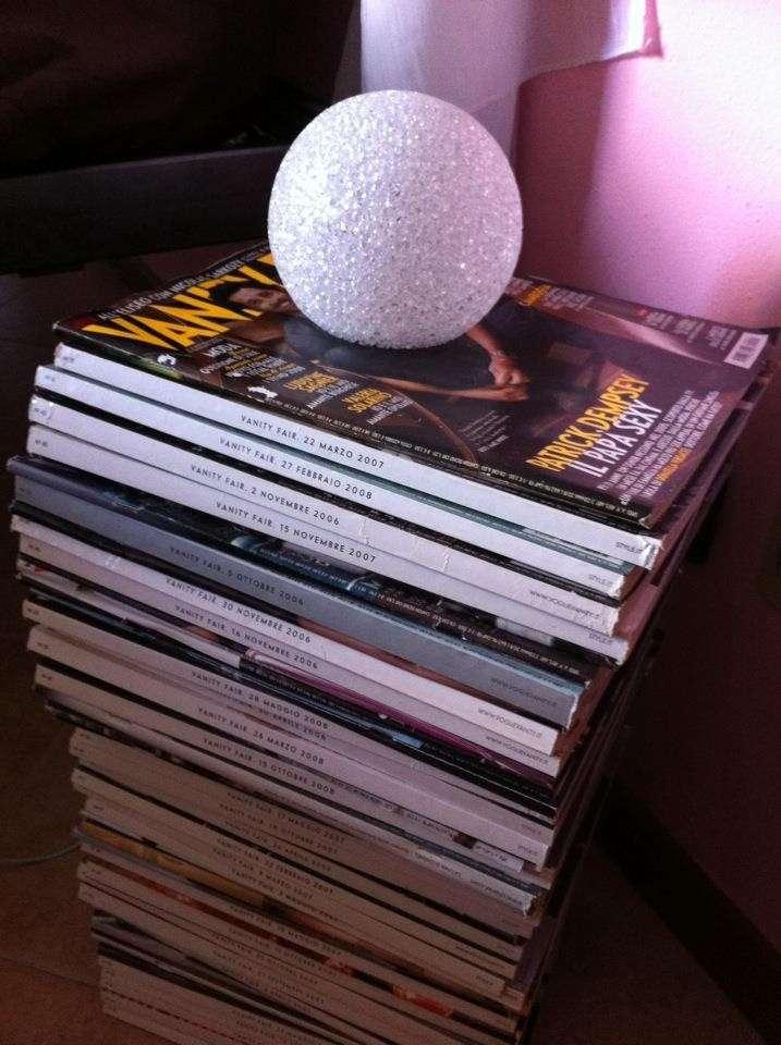 Comodino con le riviste