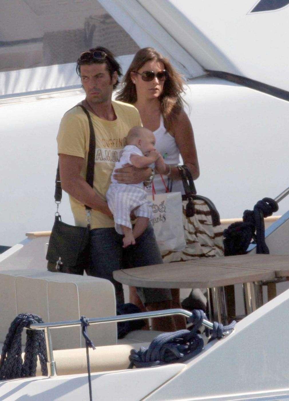 Il portiere della Nazionale e la moglie con il figlio sullo yacht
