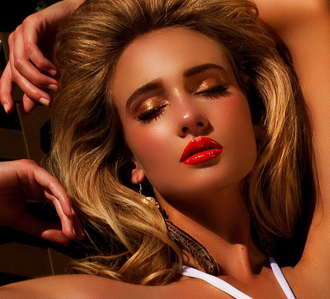 Labbra languide e ombretto glitter