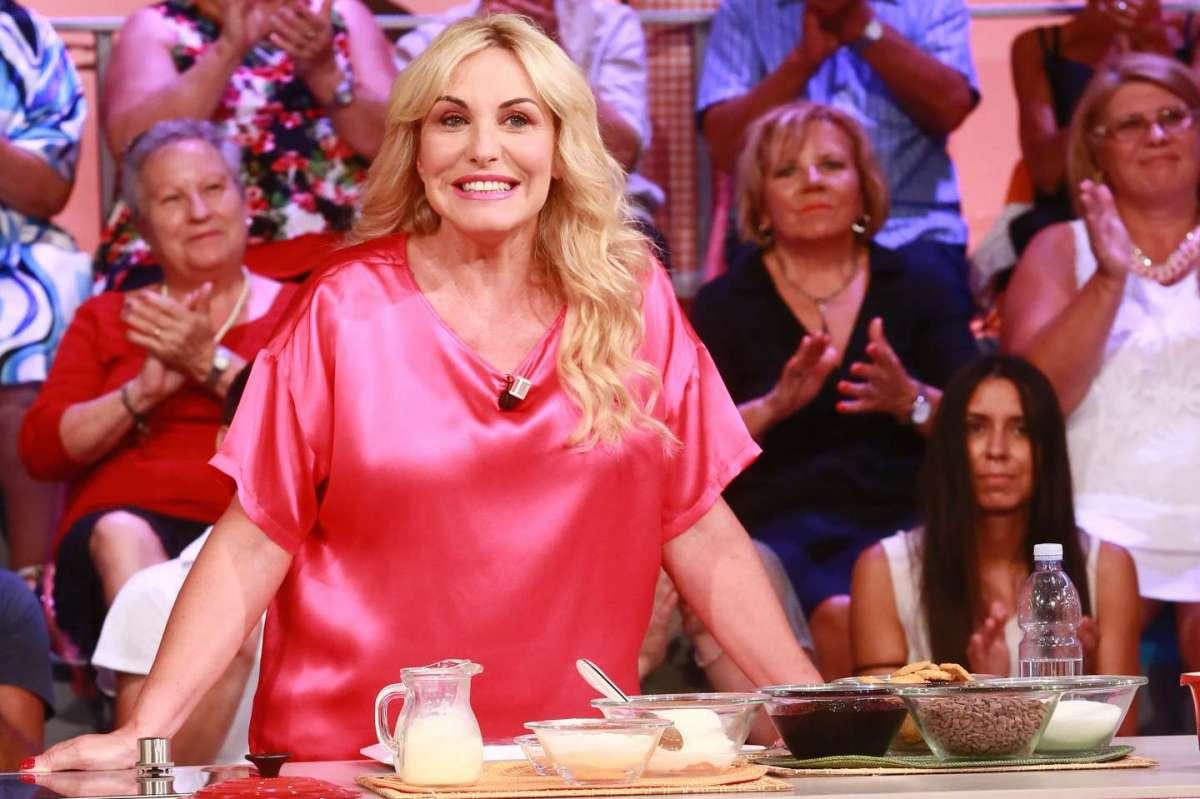 Antonella Clerici radiosa in tv