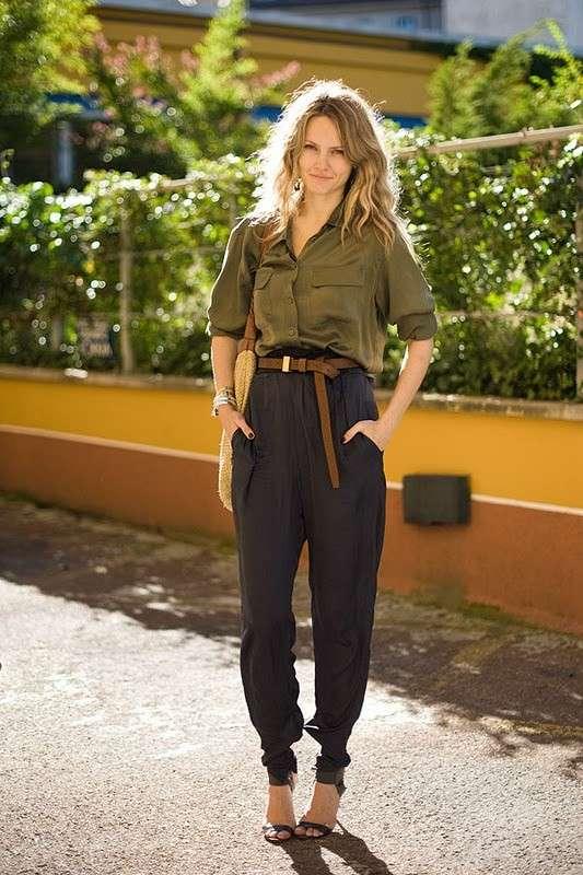 Look safari con pantaloni a vita alta