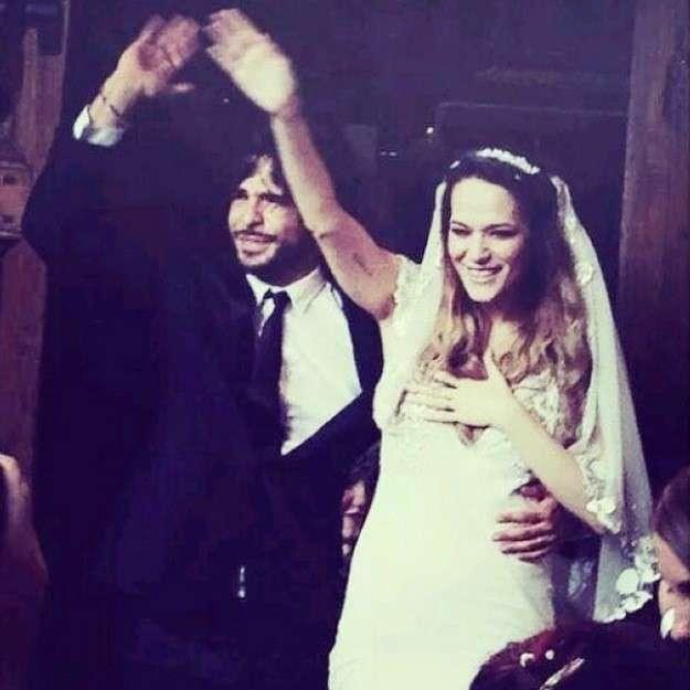 Marco Bocci e Laura Chiatti escono dalla chiesa