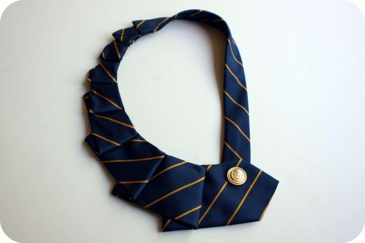 Riciclo artistico delle cravatte