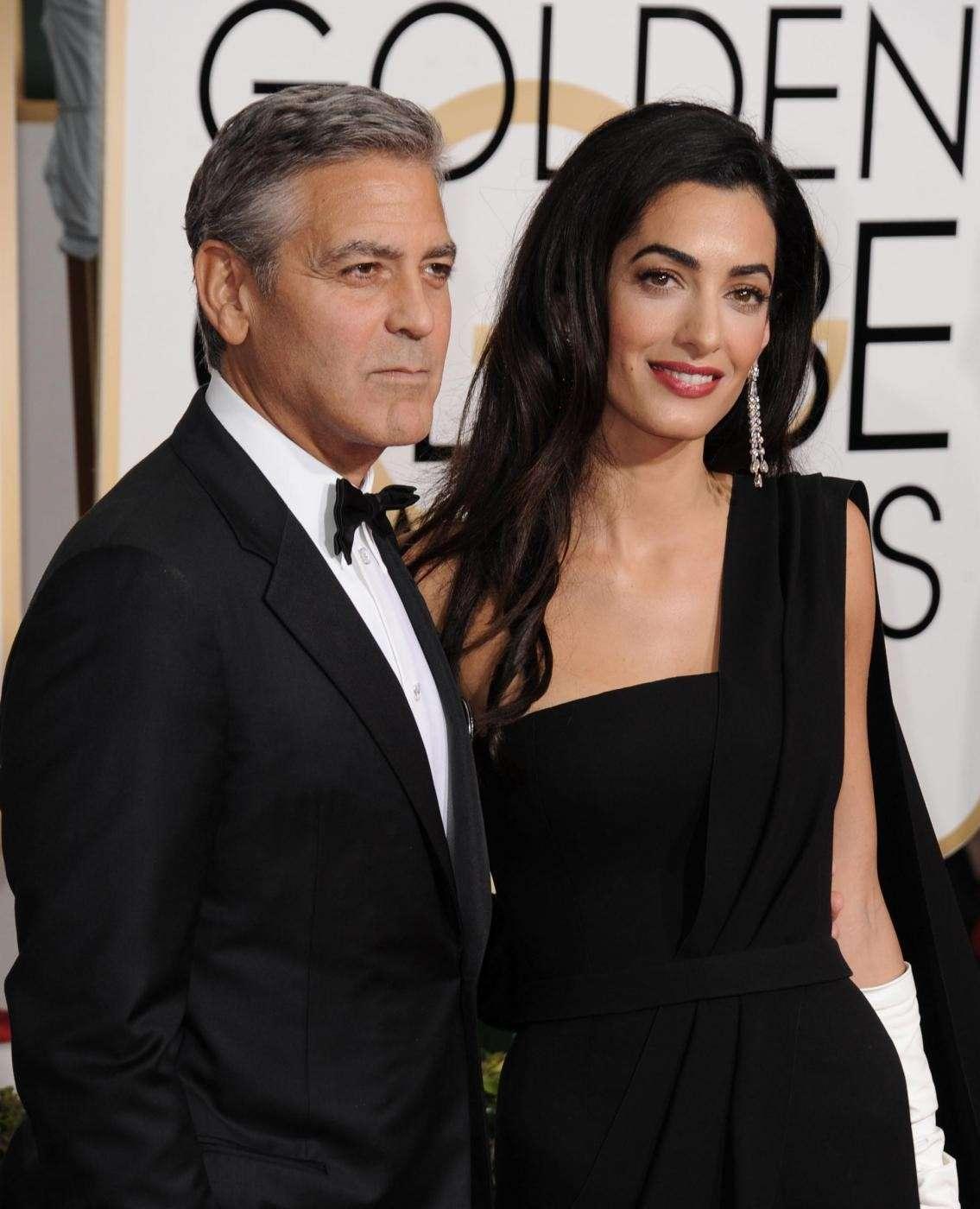 Amal Alamuddin sorridente con George Clooney