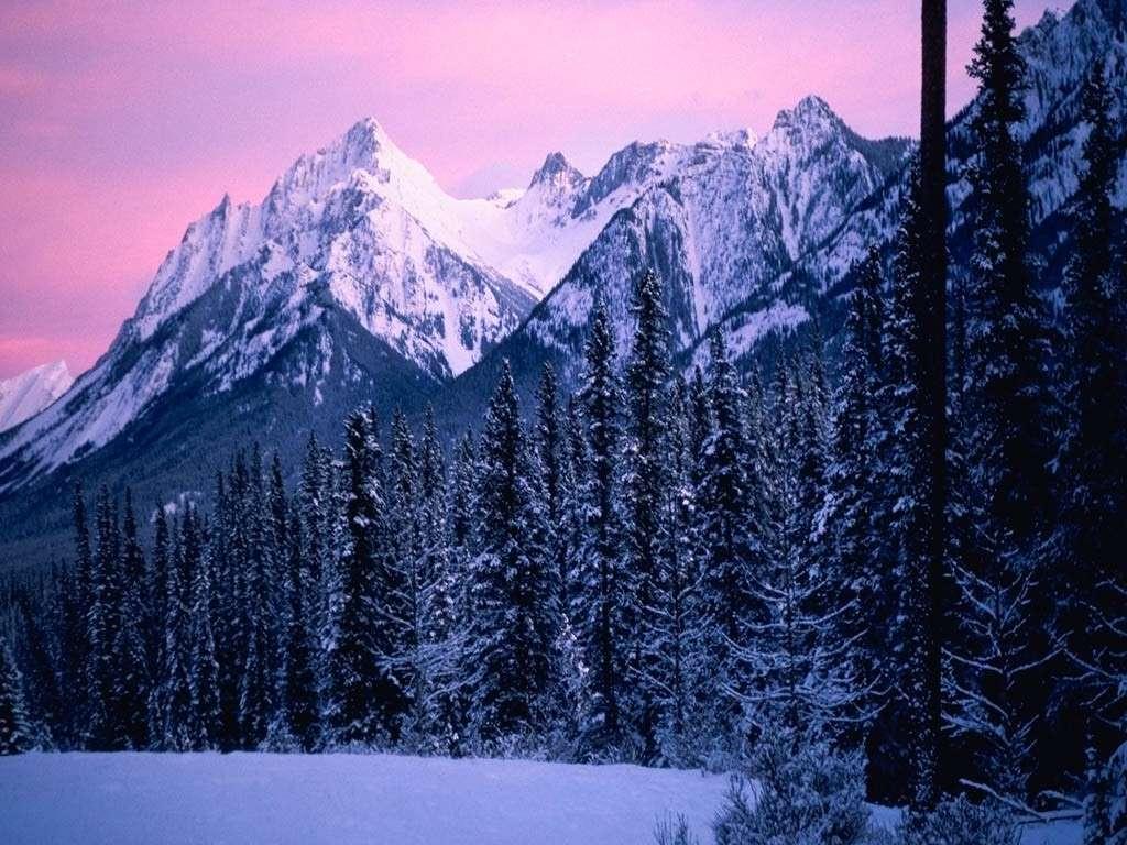 Cielo rosa sulle montagne