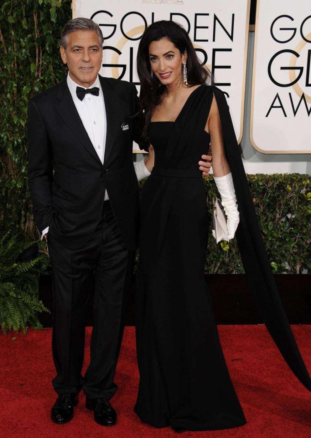 George Clooney e Amal Alamuddin abbracciati ai Golden Globe 2015