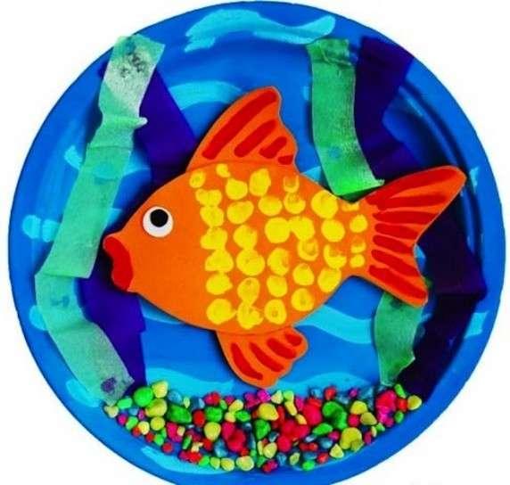 Piatto con pesce colorato
