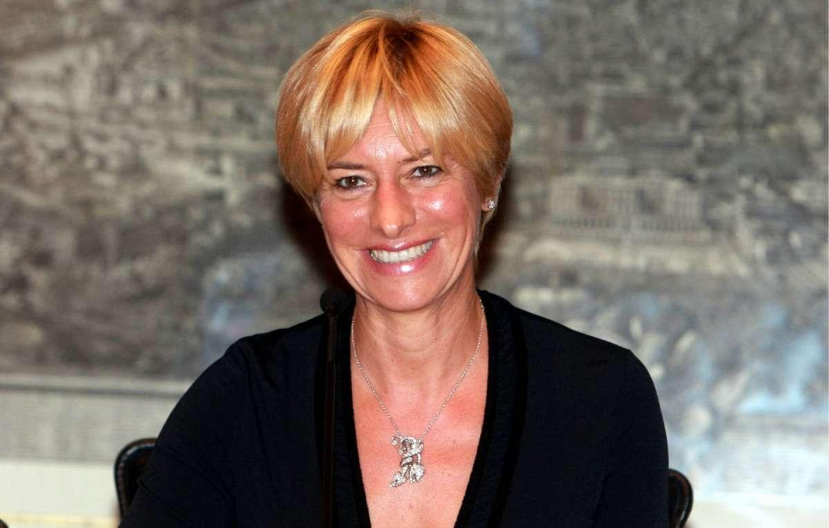 Roberta Pinotti, sobria e classica