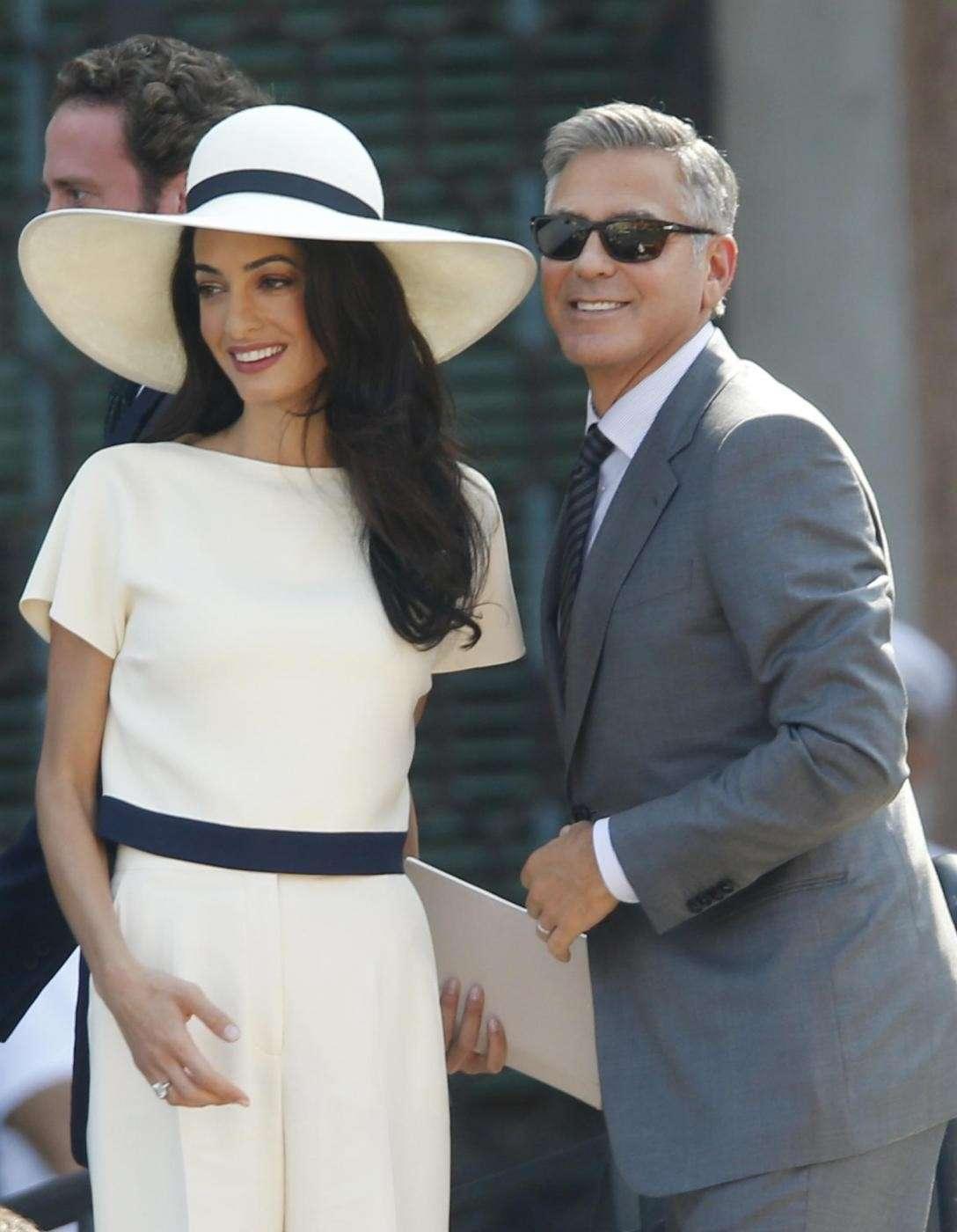 Amal Alamuddin e George Clooney dopo il rito civile a Venezia