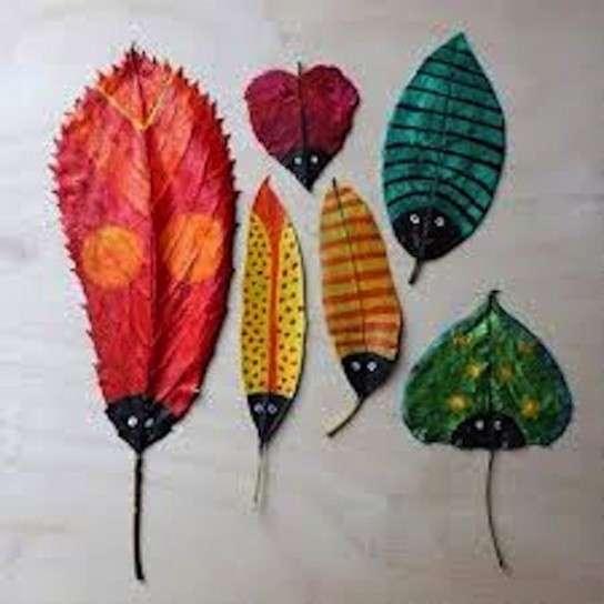 Animaletti con foglie