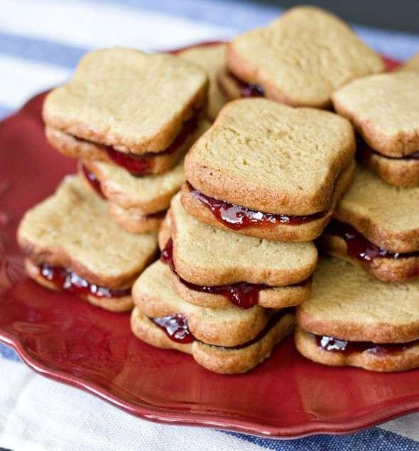 Biscotti con burro d'arachidi e marmellata