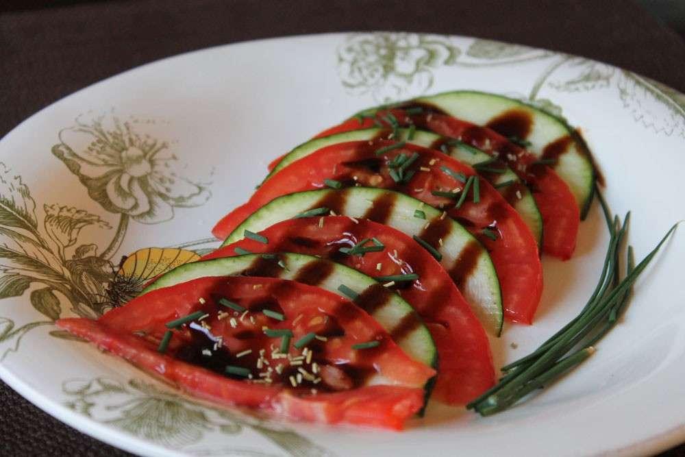 Carpaccio di pomodori e zucchine