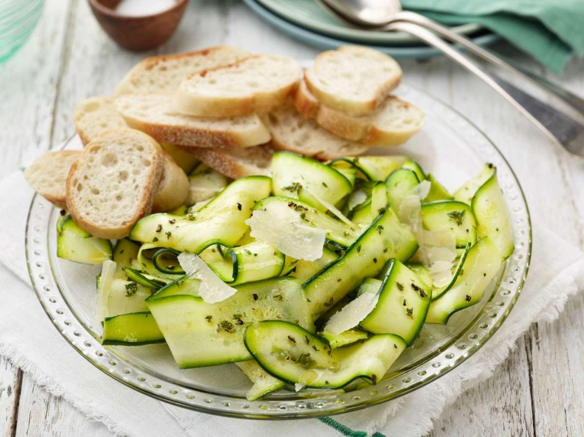 Carpaccio di zucchine con crostini