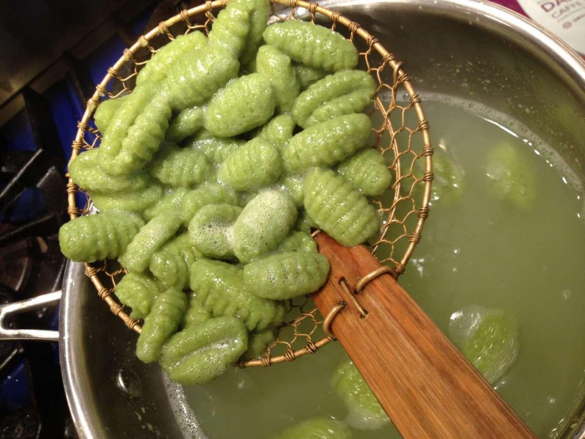 Cottura gnocchi con spinaci