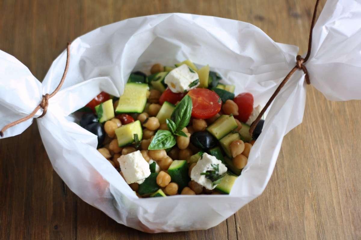 Verdure con feta e olive