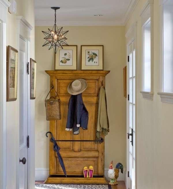 Attaccapanni di legno per il corridoio