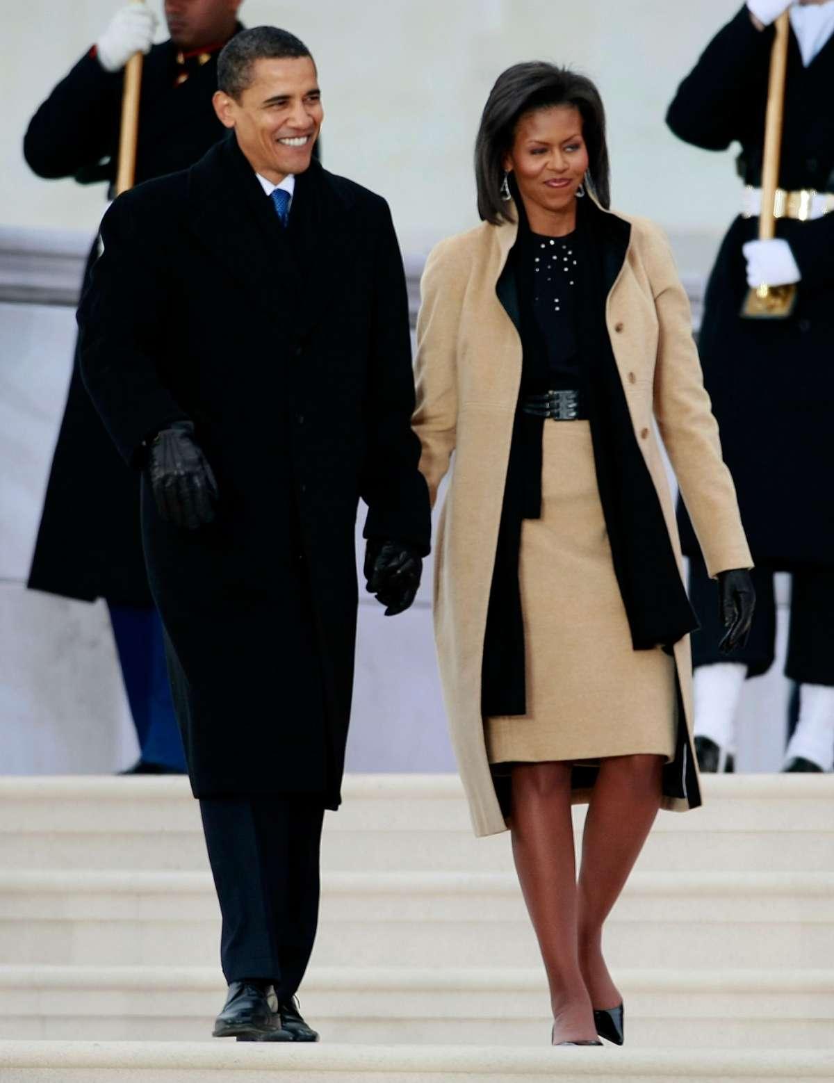 Cappotto e tubino beige per Michelle