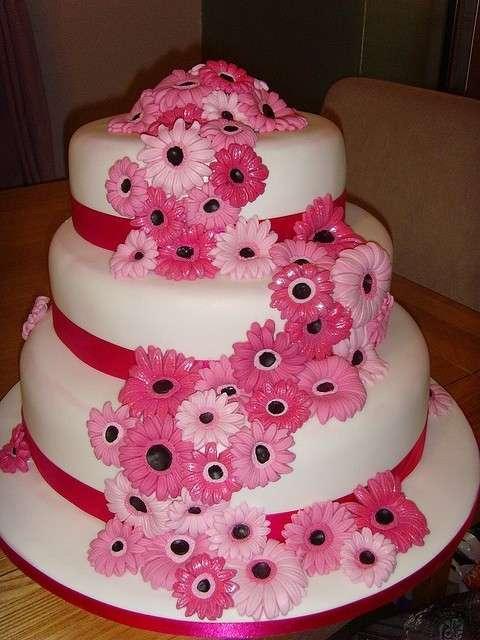 Finta torta con rose rosa