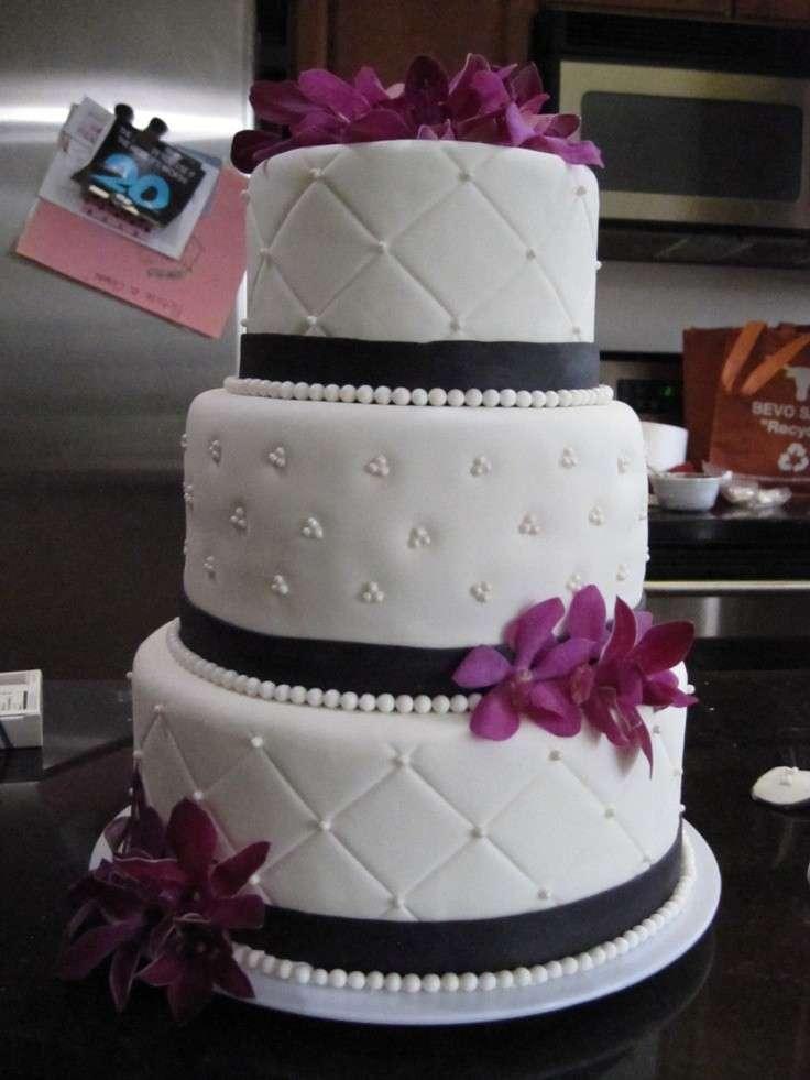 Finta torta nuziale trapuntata con perle