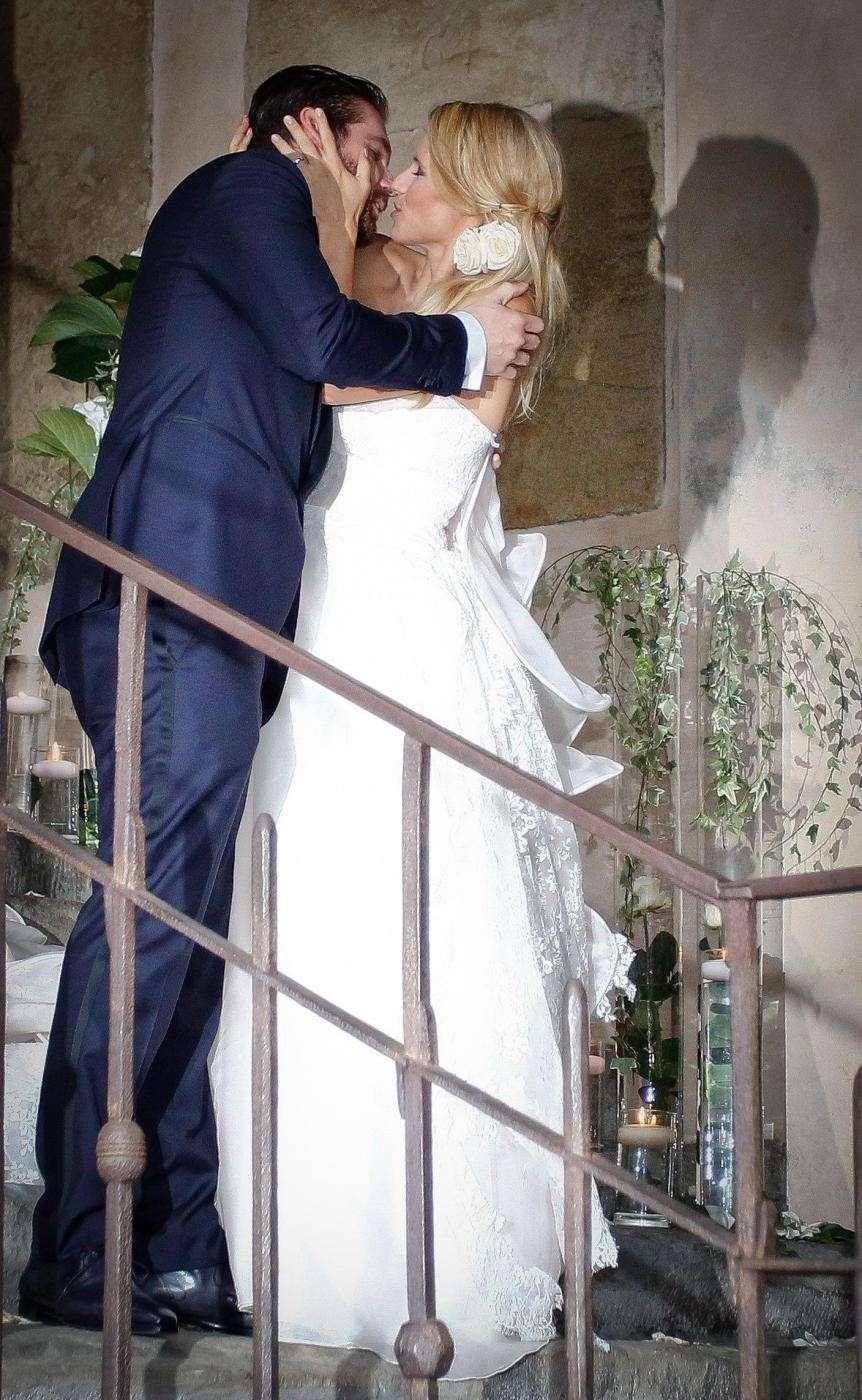 Il bacio romantico di Michelle e Tomaso