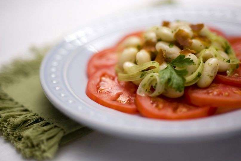 Insalata di fagioli, pomodori e bottarga
