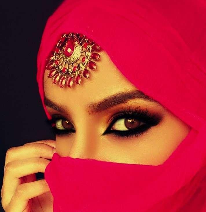 Kajal nero per un trucco in stile arabo