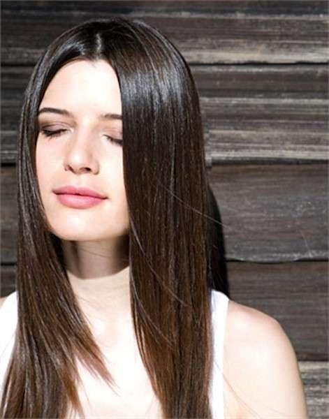 Pelle chiara con capelli castani