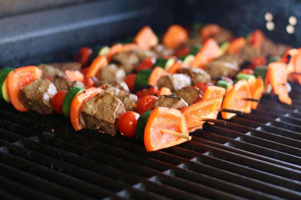 Spiedini con carne e verdure