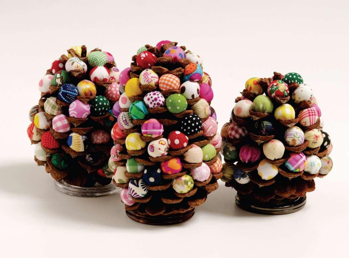 Alberelli di Natale con le palline di stoffa