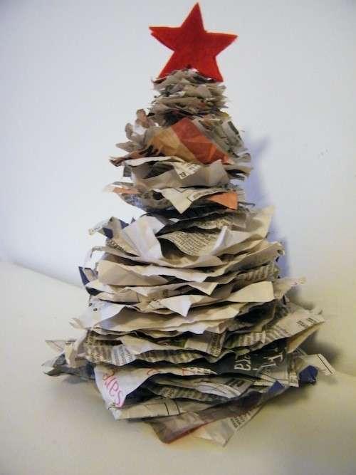 Albero con la carta riciclata