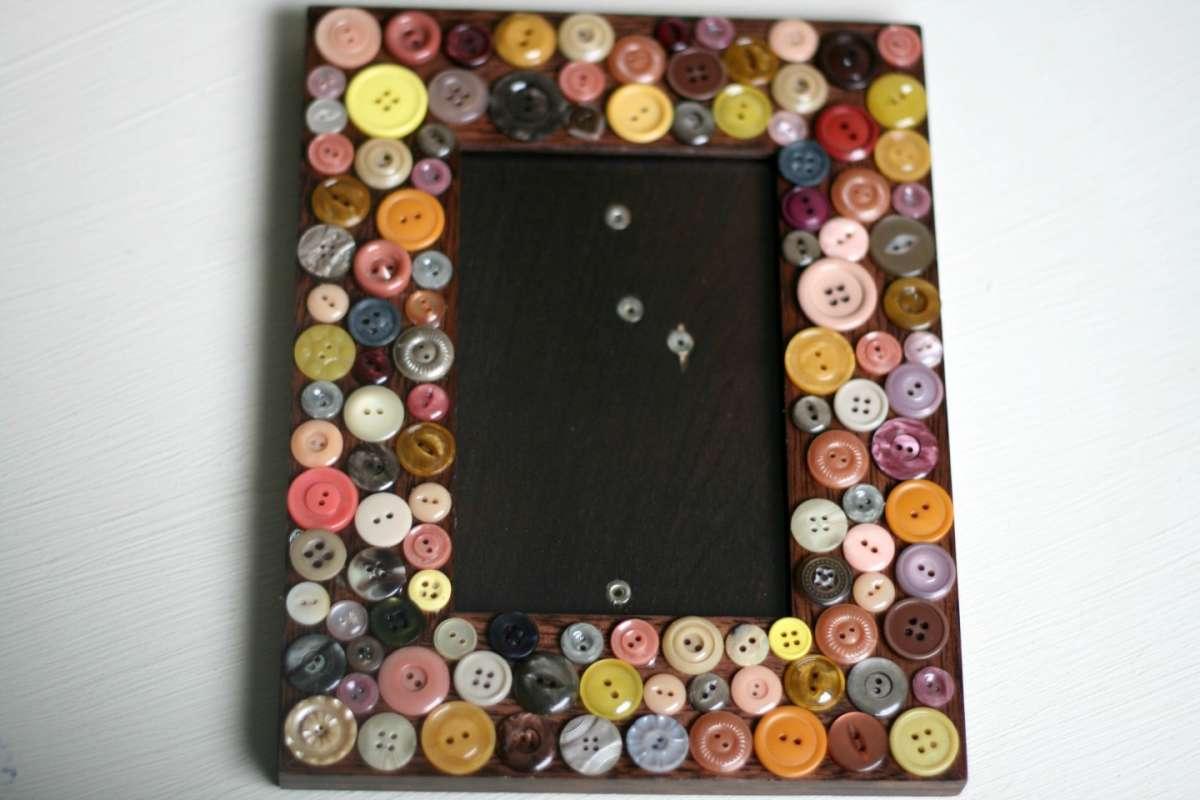 Cornice con bottoni