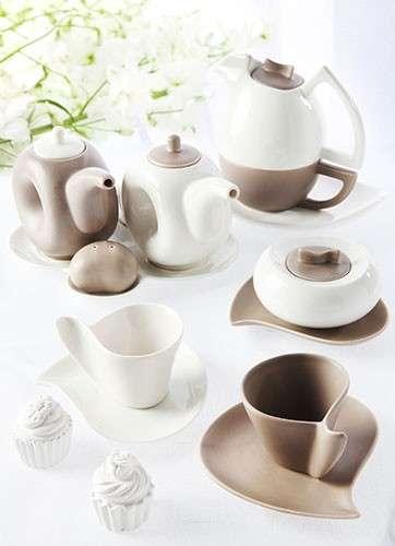 Set di tazze color crema e caffè
